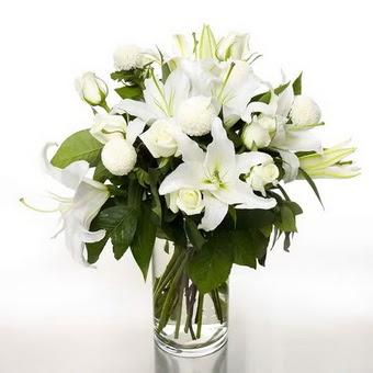 Tunceli çiçek servisi , çiçekçi adresleri  1 dal cazablanca 7 adet beyaz gül vazosu