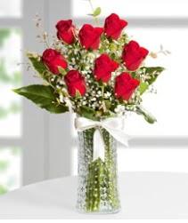 7 Adet vazoda kırmızı gül sevgiliye özel  Tunceli çiçek yolla