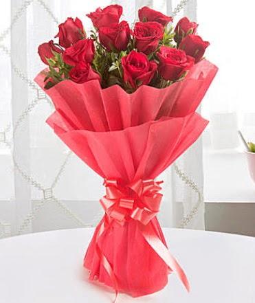 12 adet kırmızı gülden modern buket  Tunceli çiçek mağazası , çiçekçi adresleri