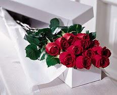 Tunceli yurtiçi ve yurtdışı çiçek siparişi  özel kutuda 12 adet gül