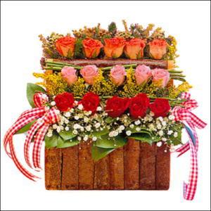 sandikta 3 kat güllerden   Tunceli çiçekçi mağazası