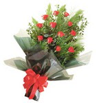 12 adet kirmizi gül buketi   Tunceli çiçek gönderme sitemiz güvenlidir