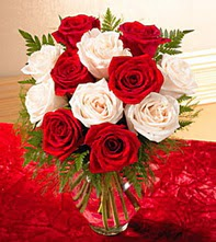 Tunceli çiçek siparişi sitesi  5 adet kirmizi 5 adet beyaz gül cam vazoda