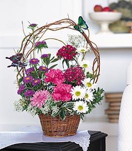 Tunceli çiçekçi mağazası  sepet içerisinde karanfil gerbera ve kir çiçekleri
