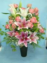 Tunceli çiçek gönderme  cam vazo içerisinde 21 gül 1 kazablanka
