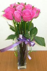 cam vazo içerisinde 11 adet gül  Tunceli çiçek gönderme