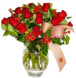 Tunceli çiçek gönderme sitemiz güvenlidir  11 adet kirmizi gül  cam aranjman halinde