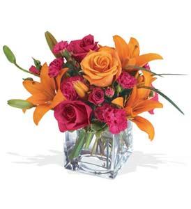Tunceli cicek , cicekci  cam içerisinde kir çiçekleri demeti