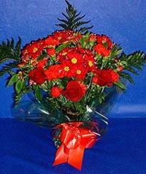 Tunceli İnternetten çiçek siparişi  3 adet kirmizi gül ve kir çiçekleri buketi