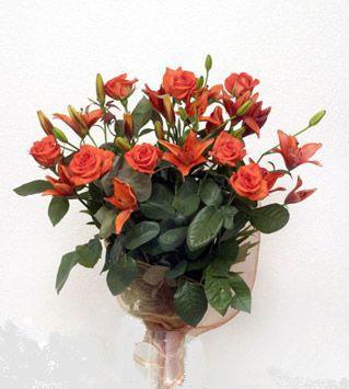 9 adet gül ve 3 adet lilyum çiçegi buketi   Tunceli hediye çiçek yolla