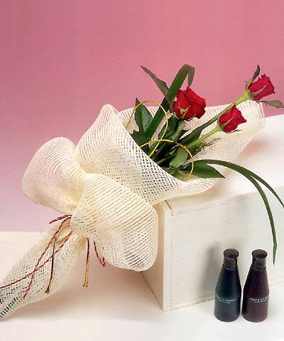 3 adet kalite gül sade ve sik halde bir tanzim  Tunceli çiçek satışı