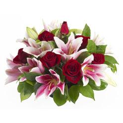 güller ve kazablnaklardan aranjman  Tunceli çiçekçiler