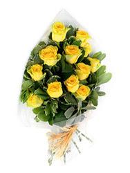 Tunceli uluslararası çiçek gönderme  12 li sari gül buketi.