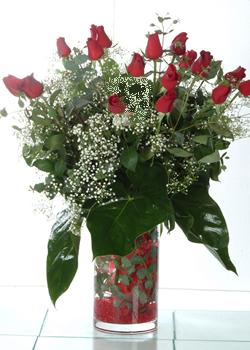 Tunceli uluslararası çiçek gönderme  11 adet kirmizi gül ve cam yada mika vazo tanzim
