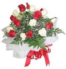 Tunceli online çiçekçi , çiçek siparişi  12 adet kirmizi ve beyaz güller buket