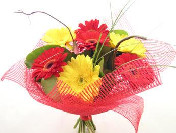 9 adet gerbera çiçeklerinden buket  Tunceli yurtiçi ve yurtdışı çiçek siparişi