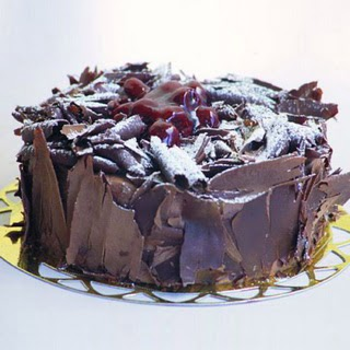pasta yolla 4 ile 6 kisilik visneli çikolatali yas pasta  Tunceli çiçek yolla