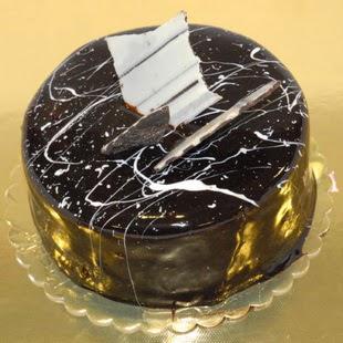 pasta gönder 4 ile 6 kisilik parça çikolatali yaspasta  Tunceli çiçek satışı