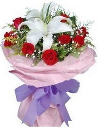 9 adet kirmizi gül 1 adet kazablanka buketi  Tunceli çiçek gönderme sitemiz güvenlidir