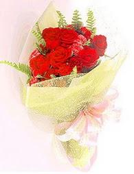 9 adet kirmizi gül buketi  Tunceli hediye çiçek yolla