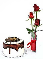 Tunceli çiçek , çiçekçi , çiçekçilik  vazoda 3 adet kirmizi gül ve yaspasta