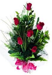 Tunceli uluslararası çiçek gönderme  5 adet kirmizi gül buketi hediye ürünü