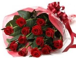 Tunceli çiçekçiler  10 adet kipkirmizi güllerden buket tanzimi