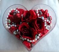 Tunceli hediye çiçek yolla  mika kalp içerisinde 3 adet gül ve taslar