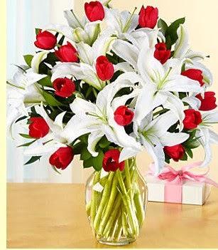 Tunceli çiçek yolla  3 kazablanka 10 kırmızı gül vazosu