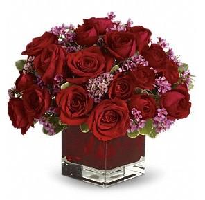 11 adet kırmızı gül vazosu  Tunceli çiçekçi telefonları