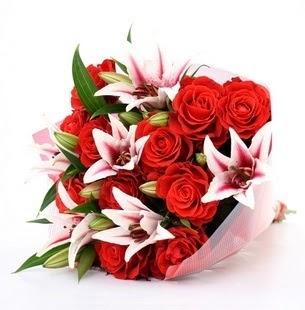 Tunceli çiçek , çiçekçi , çiçekçilik  3 dal kazablanka ve 11 adet kırmızı gül
