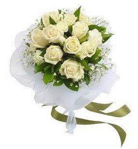 Tunceli anneler günü çiçek yolla  11 adet benbeyaz güllerden buket