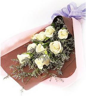 Tunceli hediye çiçek yolla  9 adet beyaz gülden görsel buket çiçeği