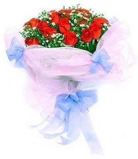 Tunceli çiçek yolla  11 adet kırmızı güllerden buket modeli
