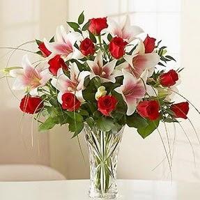 Tunceli cicek , cicekci  12 adet kırmızı gül 1 dal kazablanka çiçeği