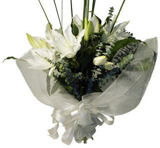 Tunceli çiçek gönderme sitemiz güvenlidir  2 dal kazablanka çiçek buketi