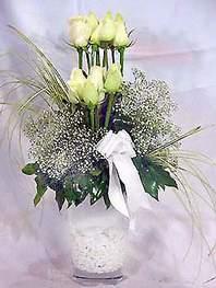Tunceli ucuz çiçek gönder  9 adet vazoda beyaz gül - sevdiklerinize çiçek seçimi