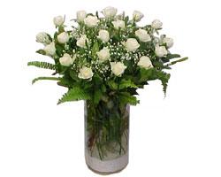 Tunceli 14 şubat sevgililer günü çiçek  cam yada mika Vazoda 12 adet beyaz gül - sevenler için ideal seçim