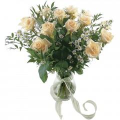 Vazoda 8 adet beyaz gül  Tunceli internetten çiçek satışı