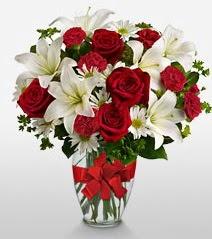 Eşsiz vazo tanzimi güller kazablankalar  Tunceli ucuz çiçek gönder