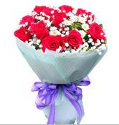 12 adet kırmızı gül ve beyaz kır çiçekleri  Tunceli çiçek gönderme sitemiz güvenlidir