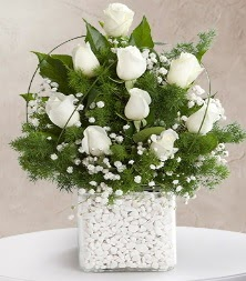 9 beyaz gül vazosu  Tunceli yurtiçi ve yurtdışı çiçek siparişi