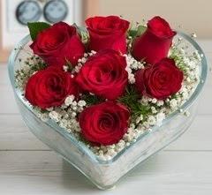 Kalp içerisinde 7 adet kırmızı gül  Tunceli çiçek servisi , çiçekçi adresleri