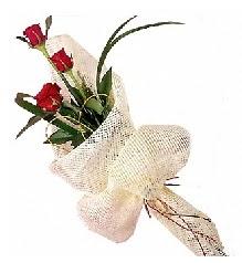 3 adet kırmızı gül buketi  Tunceli uluslararası çiçek gönderme