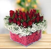 15 kırmızı gülden kalp mika çiçeği  Tunceli yurtiçi ve yurtdışı çiçek siparişi
