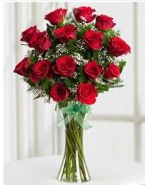 Cam vazo içerisinde 11 kırmızı gül vazosu  Tunceli çiçekçiler