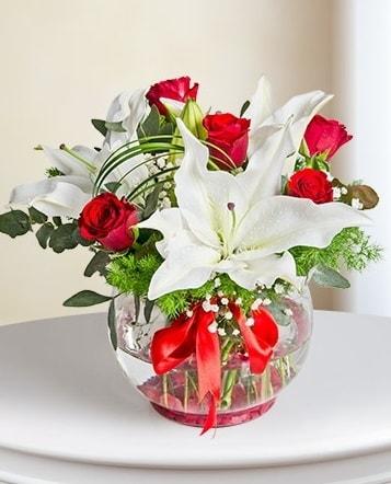 Fanus Vazoda 2 Lilyum ve 5 Gül Dansı  Tunceli kaliteli taze ve ucuz çiçekler