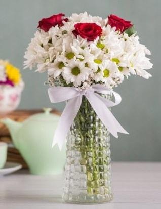 Papatya Ve Güllerin Uyumu camda  Tunceli çiçek servisi , çiçekçi adresleri