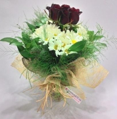 5 adet kırmızı gül ve kırızantem buketi  Tunceli hediye çiçek yolla
