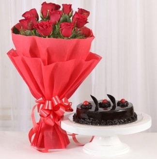 10 Adet kırmızı gül ve 4 kişilik yaş pasta  Tunceli çiçek gönderme